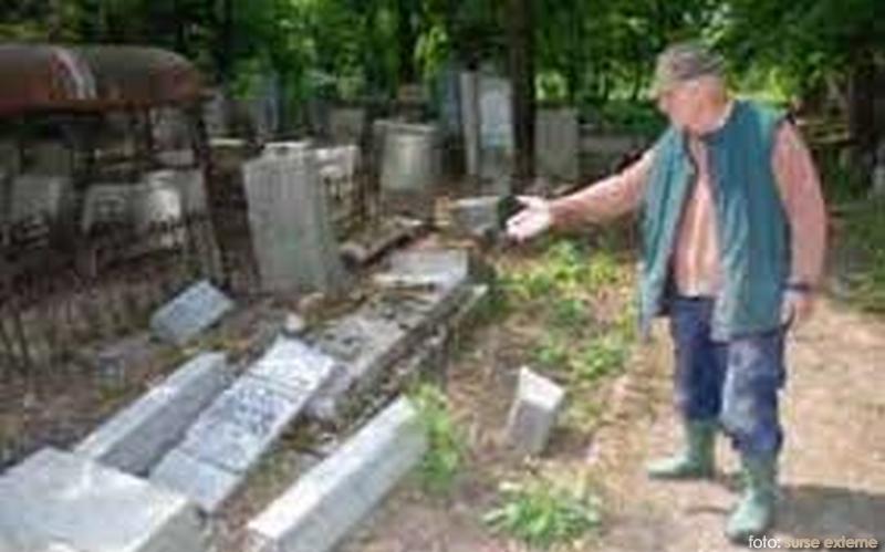 cimitir-devastat