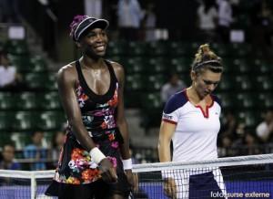 Venus Williams a invins-o pe Simona Halep, in optimi la Tokyo