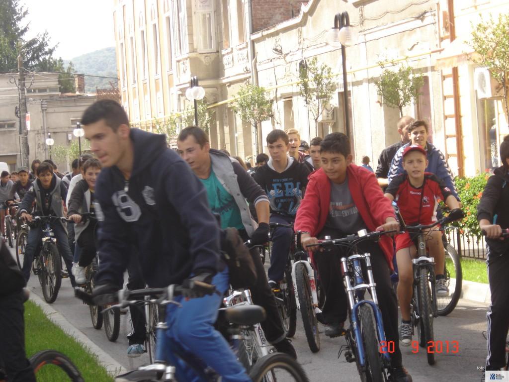 copii pe bicicleta