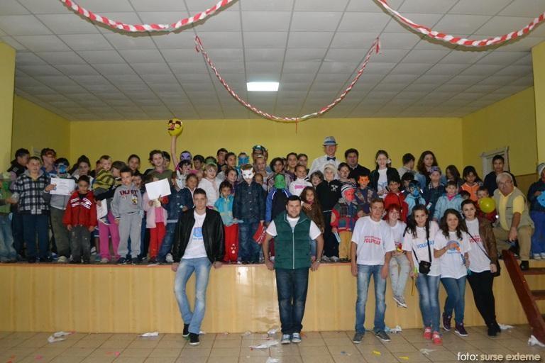 tinerii voluntari Credo