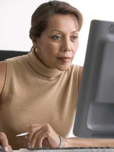 Femeie-la-calculator