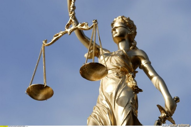 Justitia statuie
