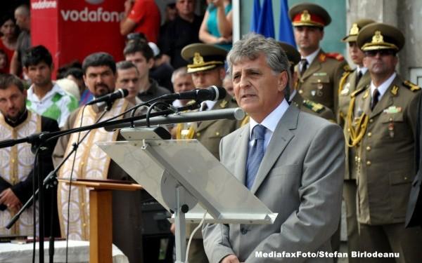 Mircea Dusa cu militari