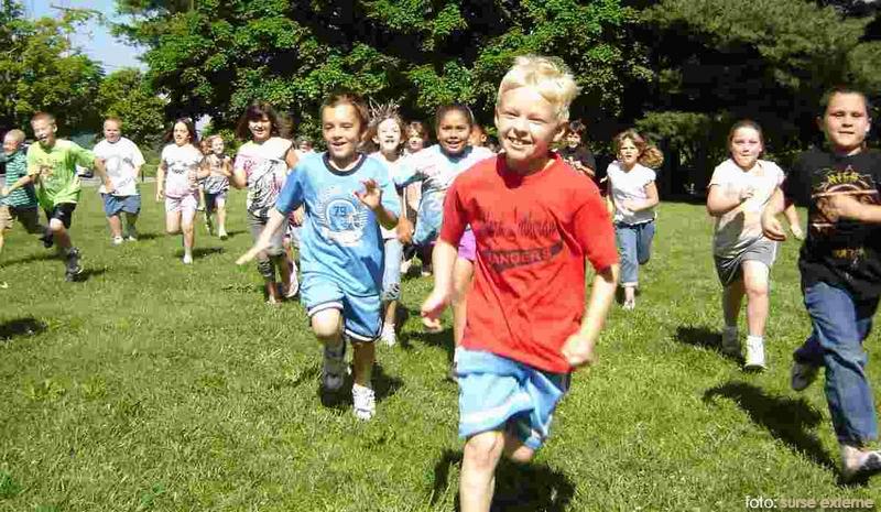 copii care alearga