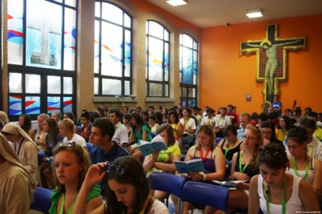 elevi in biserica