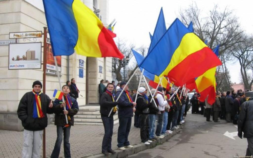 oameni cu steaguri