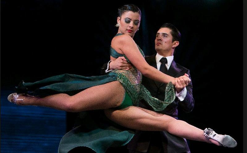 dansatori tango