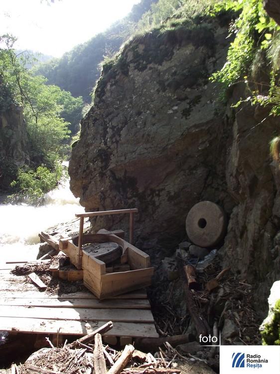 morile de la rudaria dupa inundatii (29)