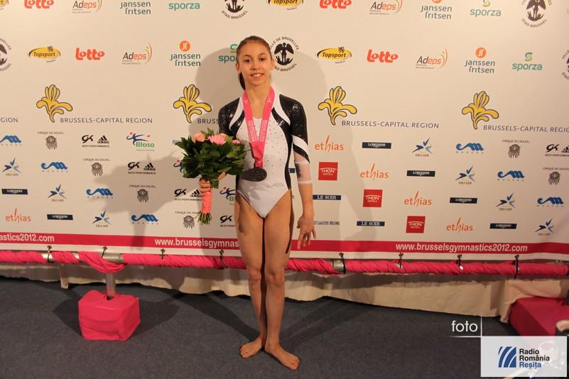 Alina Stanila cu medalia