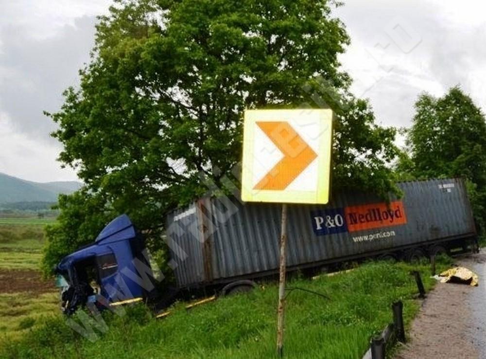 accident-arad-camioane