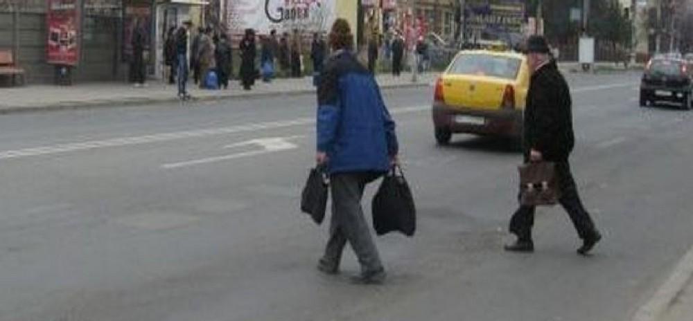 pietoni_care_traverseaza_strada_ilegal