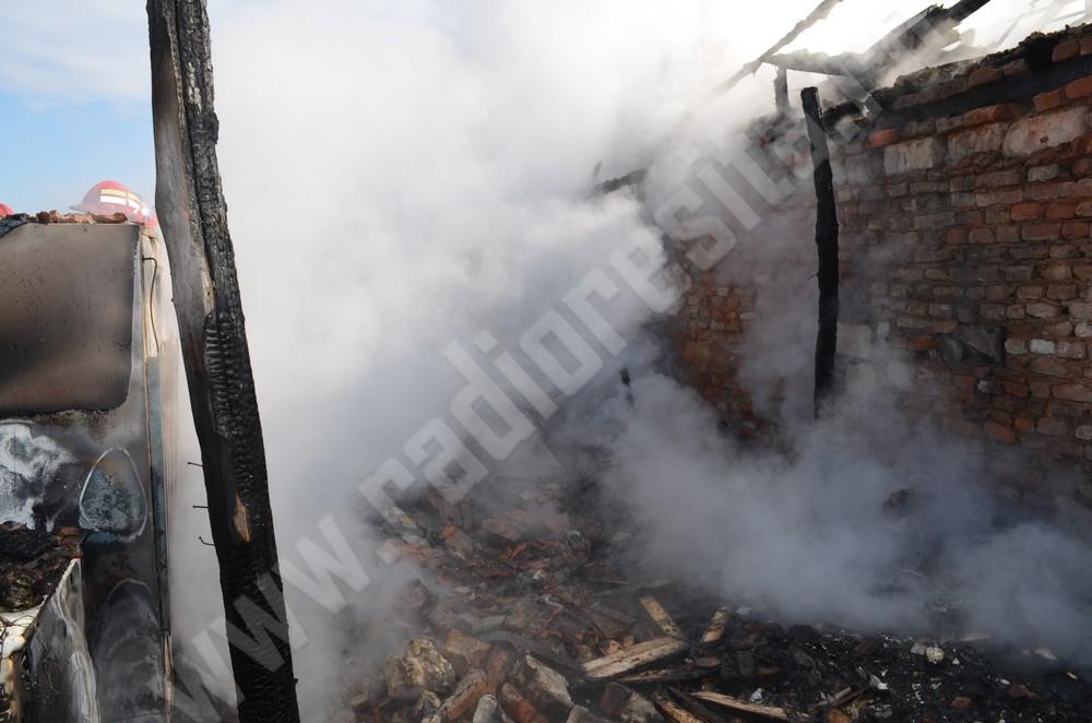 incendiu, casa arsa in caransebes (4)