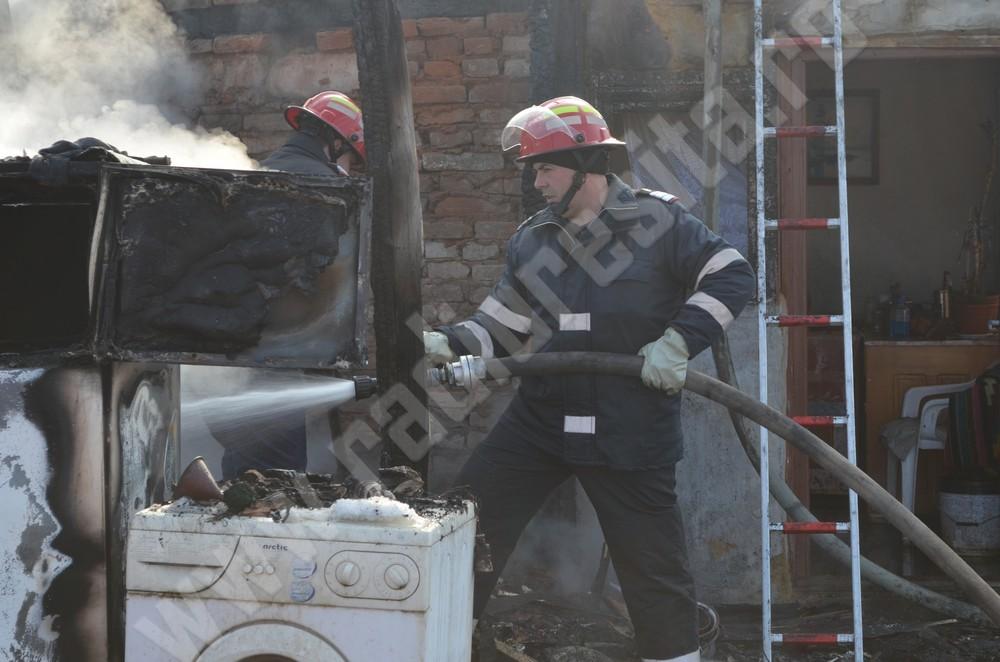 incendiu, casa arsa in caransebes (5)