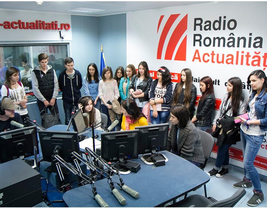 """Peste 1000 de elevi au vizitat posturile Radio România din București și din întreaga țară în cadrul programului """"Școala altfel"""""""