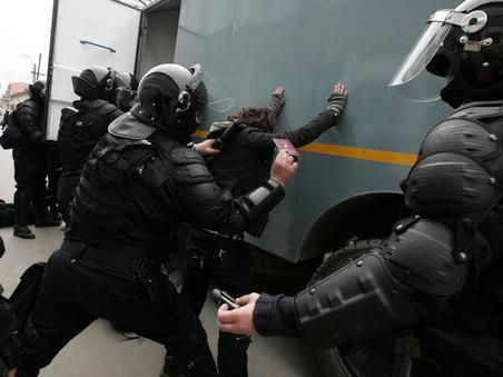 perchezitii traficanti de arme - radioconstanta.ro