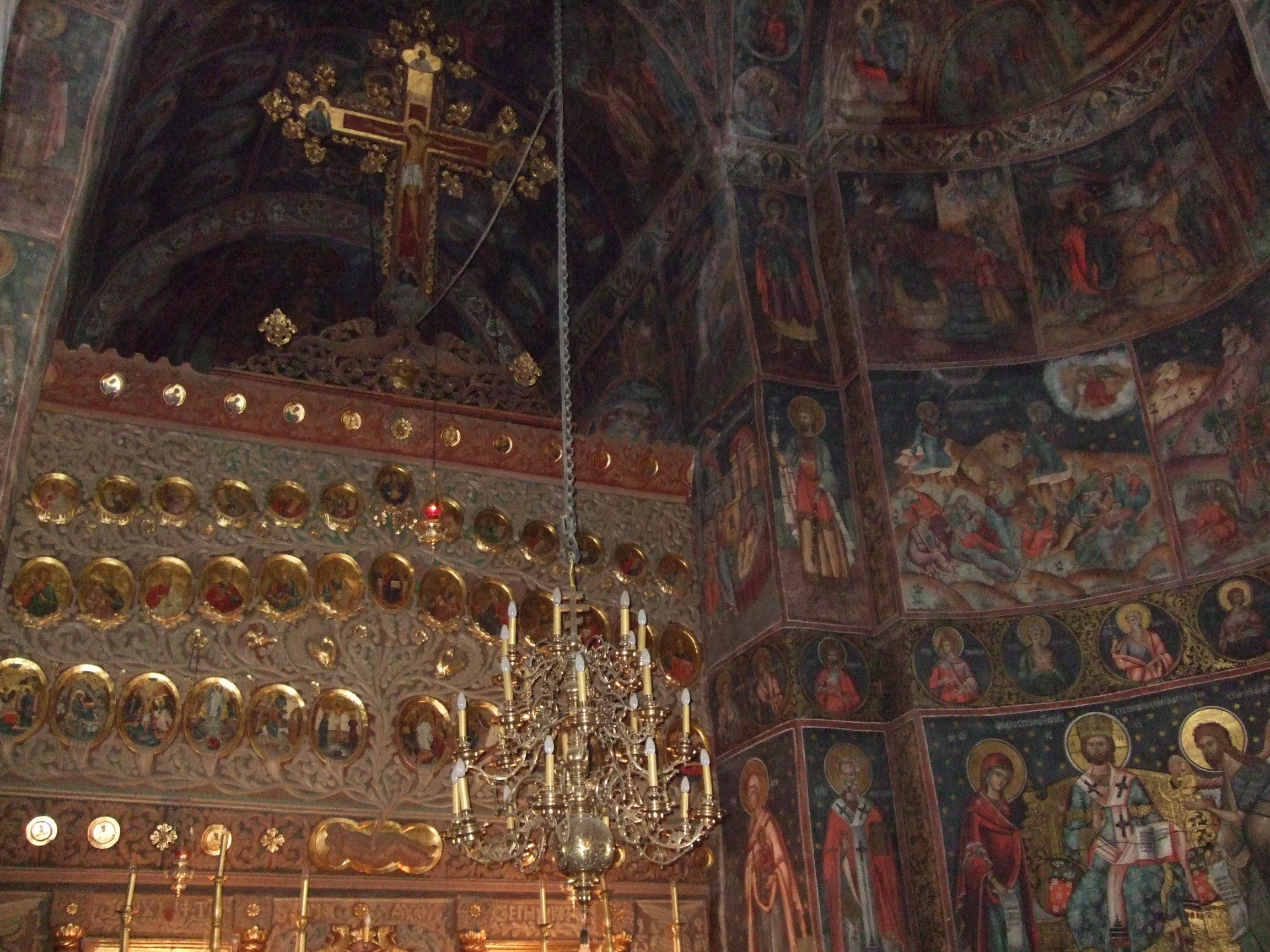 Manastirea_Cozia_- wikimedia.org