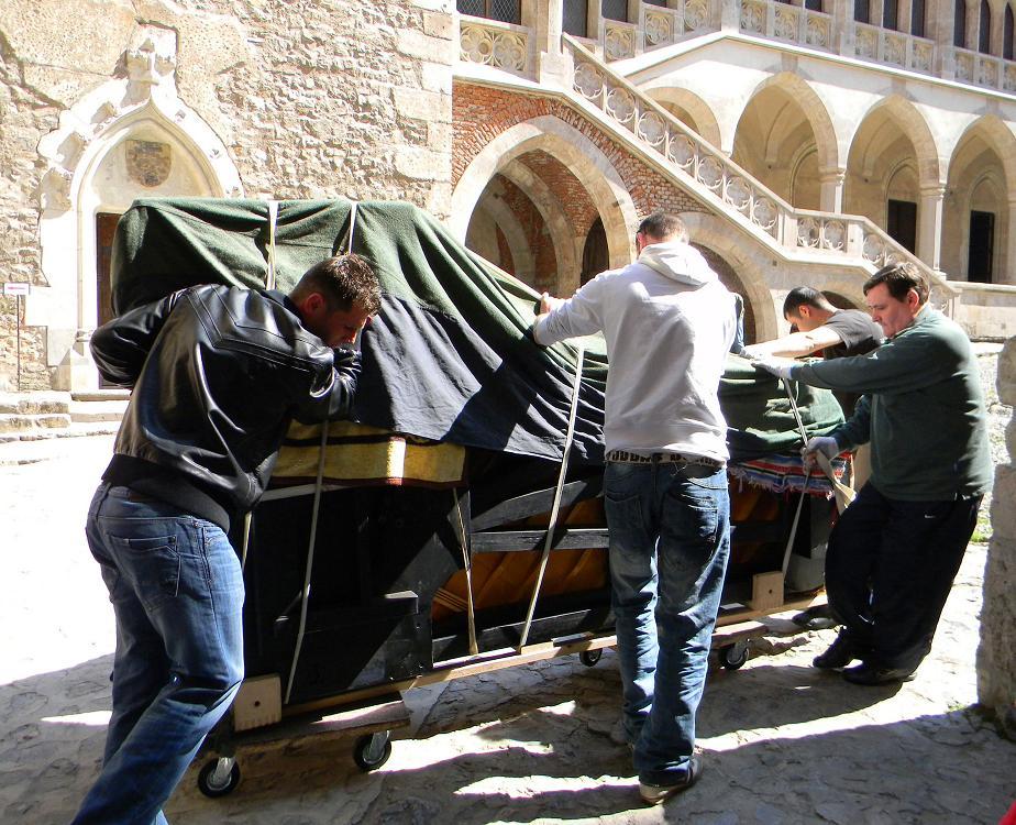 Pianul calator1 Hunedoara