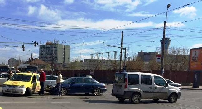 accident intersectie - radioiasi.ro
