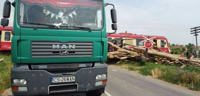 accident-camion-tren-lovrin-11-700x336