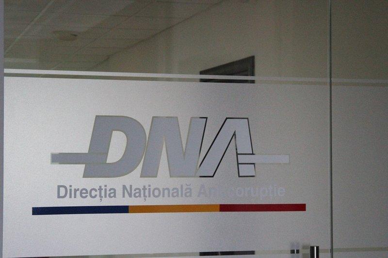-DNA-sigla-logo